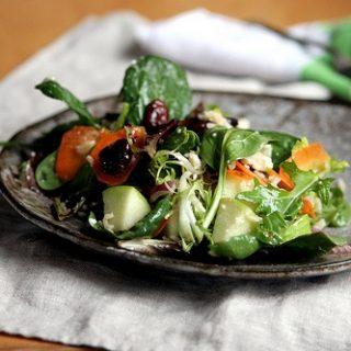 Crunchy Fruity Winter Salad