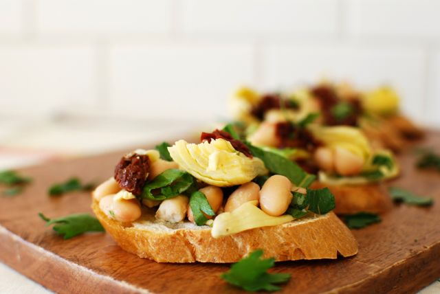 Artichoke & White Bean Bruschetta with Smoky Tomato Dressing - Eating ...