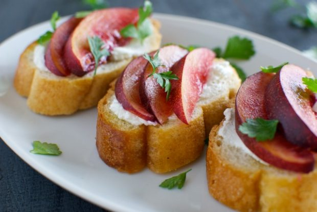 nectarine and goat cheese crostini