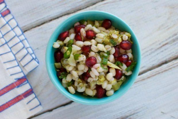barley salad with broccoli and pomegranate