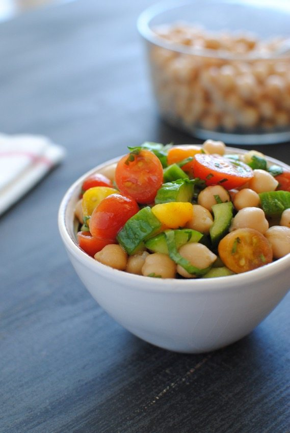 chickpea salad with tomatoes and cucumbers