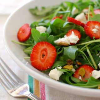 Strawberry, Goat Cheese & Arugula Salad + How to Keep Greens Fresh