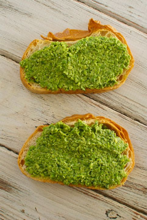 toast with peas